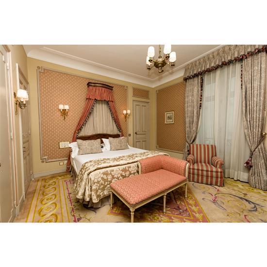Tête de lit, 110x155 cm, fauteuil, couvre lit et paire de rideauxCabecero, dosel, cortinas y sillón