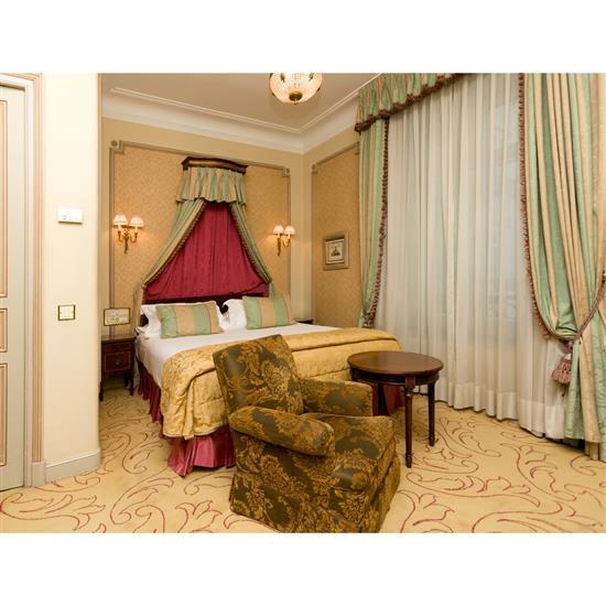 Têt de lit, 100x160 cm, deux chevets, 58x35x34 cm, couvre lit et paire de rideauxCabecero, dosel, cortinas y pareja de mesillas