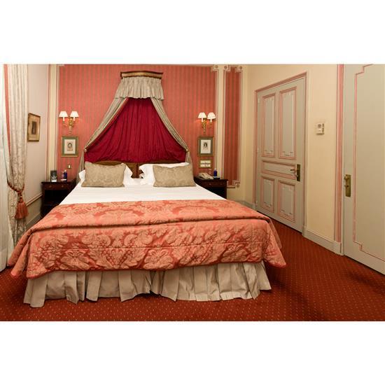 Deux têtes de lit 95x108cm chaque, couvre lit, paire de rideaux et deux chevets 64x37 cmPareja de cabeceros, dosel, cortinas y parej...