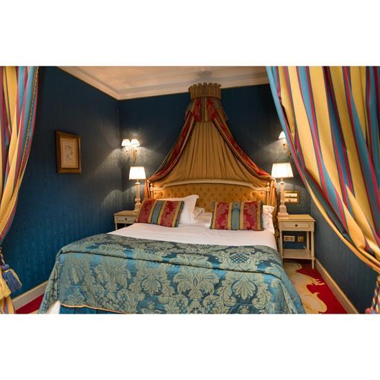 Tête de lit, 120x194 cm, deux chevets, 76x44x38 cm, deux lampes, H 73 cm, couvre lit et paire de rideaux Cabecero, dosel, cortinaje,...
