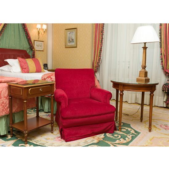 Guéridon H65xD65 cm fauteuil et un chevet 66x44x36 cm, lampeSillon, velador, mesa pequeña y lampara de sobremesa