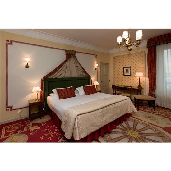 Tête de lit, 135x225 cm, deux chevets 59x35x35 cm, deux lampes, couvre lit et paire de rideaux Cabecero, dosel, cortinas, pareja d...