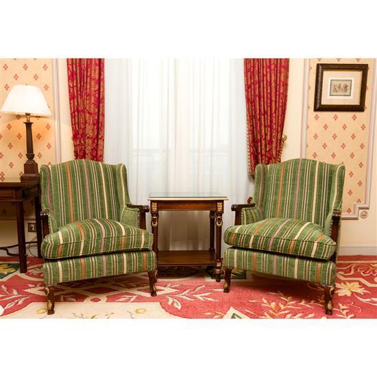 Deux fauteuils, 88x77x70 cm, petite table rectangulaire, 66x60x40 cmDos sillones y mesa de TV