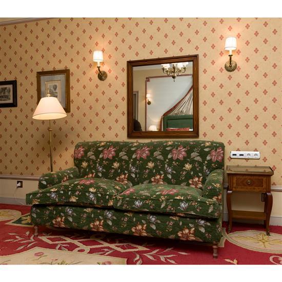 Canapé, 85x180x92 cm,table d''appoint, 61x43x26 cm, lampadaire, H 150 cm, miroir, 90x84 cmSofa, mesa auxiliar con marqueteria, lampar..