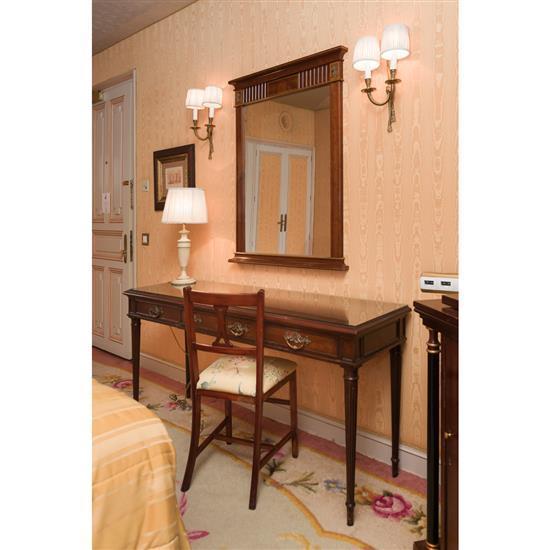 Bureau, miroir, chaise et lampemesa escritorio, espejo, silla y lampara de sobresmesa
