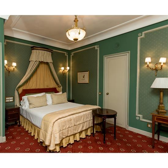 Tête de lit 115x165 cm, deux chevets 62x39x40 cm, couvre lit et paire de rideauxCabecero, dosel, cortinas, pareja de mesillas