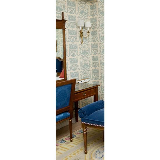 Bureau plat 73x110x58 cm, chaise 94x55x45 cm, lampe H 70 et miroir 123x80 cm Mesa escritorio, espejo, silla y lampara de sobremesa