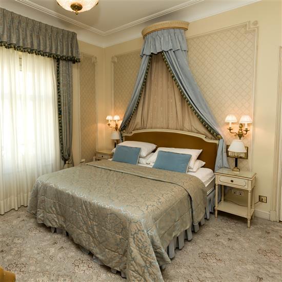 Tête de lit 120x190 cm deux chevets 67x45x35 cm, deux lampes h 46 cm, couvre lit et paire de rideaux Cabecero, dosel, cortinas, pare...