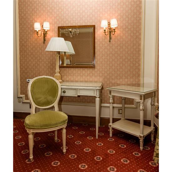 Bureau plat en bois laqué 77 x 110 x53 cm chaise 87x50x47 cm table rectangulaire 76x60x45 cm et lampe H77 cmMesa escritorio, mesa TV...