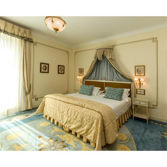 Tête de lit, couvre lit, paire de rideaux et deux chevets Cabecero, dosel, cortinas y pareja de mesillas