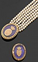 Ensemble en or ou monté en or comprenant : un bracelet sept rangs de perles de culture, le fermoir de forme ovale et une broche. L'ens