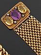 Bracelet articulé en or jaune 14 karats, le fermoir serti d'une améthyste entre deux citrines ovales et quatre petits diamants. Longue