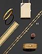 Sautoir articulé en or jaune, les maillons ajourés de formes ovale et ronde, à décor de torsades et filigranes. Fin du XIXe siècle - dé