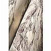 Paire de colonnes en marbre Pavonazzetto auxfûts légèrement renfls.