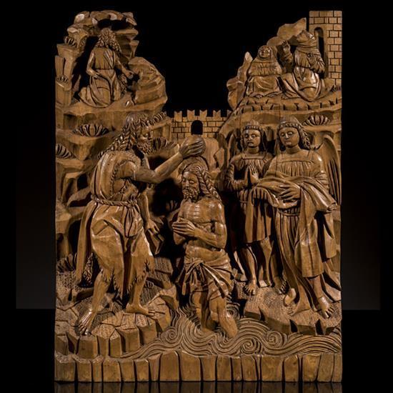 Baptême du Christ en peuplier sculpté enbas-relief. Le Christ, debout dans les eaux