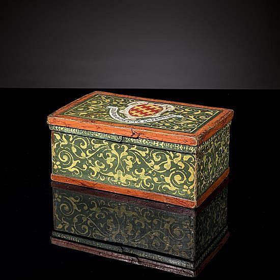 Coffet en bois polychrome à décor de rinceauxjaunes sur fond vert ; couvercle portant les