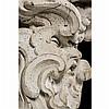 Console en peuplier sculpté, monochromé blancà décor d''un masque grotesque et feuillagé. Le