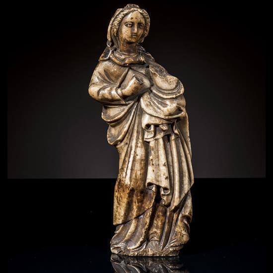 Vierge à l'Enfant d'après le modèle de la Viergede Trapani en albâtre sculpté, dos plat. Debout
