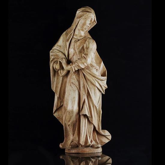 Vierge de calvaire en peuplier sculpté enapplique avec restes de polychromie, dos creusé.