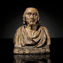 Buste d'homme en terre cuite avec restes depolychromie et de dorure, dos creux. Visage