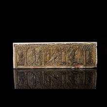Retable en pierre calcaire sculptée en bas-reliefavec rehauts de polychromie représentant, sous