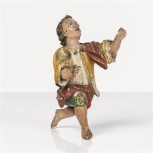 Enfant, personnage de crèche, en bois sculpté et polychromé, yeux en verre, un genou à terre, la tête levée vers le ciel. Italie du ...