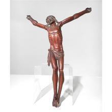Christ en buis. Tête inclinée sur l''épaule droite, couronne torsadée, périzonium retenu par une cordelette avec chute latérale sur l..