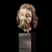 Tête de Christ ou de Saint en bois sculpté et polychromé