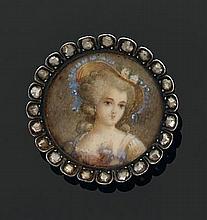 Lot monté en argent, comprenant : - un pendentif rond en cristal orné de turquoises cabochon et diamants taillés en rose - une broch...