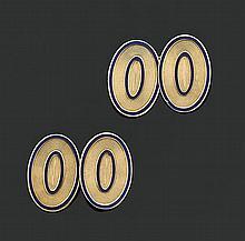 Paire de boutons de manchettes en or jaune de forme ovale à décor de filets, partiellement émaillés bleu. (petits accidents à l'émai..