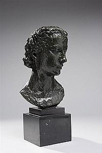 "Robert Wlerick (1882-1944) Tête de jeune femme Bronze à patine brun-vert Porte l'inscription "" R"