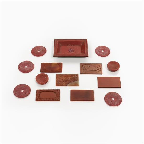 ensemble d 39 39 objets en p te de verre rouge chine. Black Bedroom Furniture Sets. Home Design Ideas