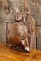 Console en chêne sculpté représentant un ange tenant un écu à deux mains