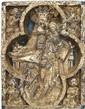 Importante plaque en faïence à décor en bas-relief bleu et lustré représentant la Vierge à l'Enfant assise dans un quatre-feuilles ave