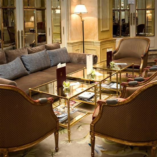 Table rectangulaire en laiton et verre, 51x103x60 cm Mesa de centro rectangulares en cristal y metal dorado