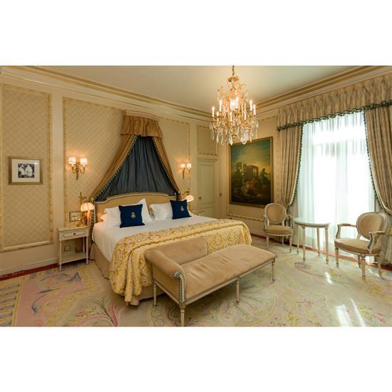 Tête de lit 115x194 cm, deux chevets 67x35x45 cm, deux lampes H 60 cm, couvre lit et paire de rideaux Cabecero, dosel, pareja de m...