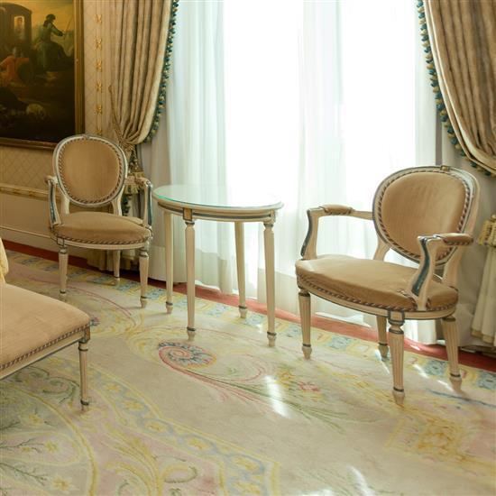 Deux fauteuils 92x62x55 cm et guéridon H 70 x D 59 cm Pareja de butacas y velador
