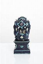 CHINE - Époque MING (1368-1644) Important groupe en grès émaillé manganèse et bleu turquoise, représentant quatre dignitaires dans une