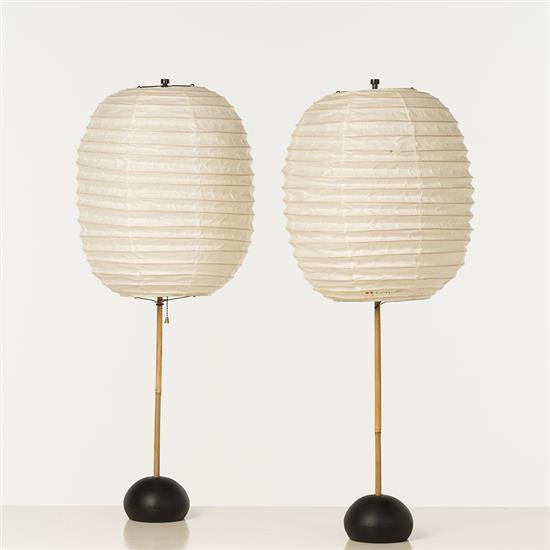 Isamu noguchi 1904 1988 paire de lampes papier de riz fer for Lampe en papier de riz