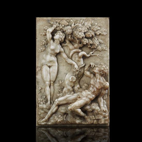 Grande plaque en albâtre sculptée en fort relief représentant Adam et Eve de part et d'autre de l'Arbre de la science du bien et du mal