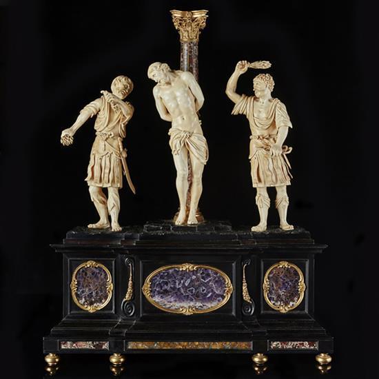 Groupe de la Flagellation en ivoire sculpté enronde bosse, socle en ébène, bois noirci, marbre