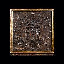 Panneau de cuir gaufré représentant laCrucifiion dans une réserve circulaire, bordée