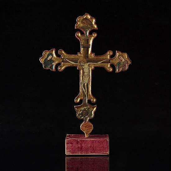 Croix processionnelle à fond or.Tempera sur bois.