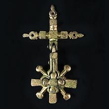 Grand pendant de harnais articulé en bronzegravé et doré. Attache de suspension en forme
