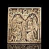 Plaquette en os fiement sculpté représentantl'Annonciation sous des arcatures gothiques.