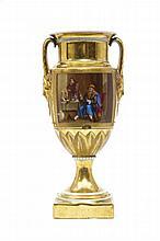 Paris Vase de forme balustre à piédouche reposant sur une base carrée, muni de deux anses en forme de masque de femme, décor polychr...