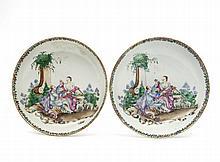 Chine Deux coupes en porcelaine blanche dite de commande, décorée en émaux polychromes de la famille rose de personnages européens