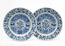 Chine Trois assiettes à décor en bleu sous couverte de fleurs et volatiles