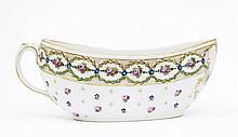 Paris (genre de) Bourdaloue ovale à décor polychrome et or du chiffre MA et de guirlandes de fleurs et feuillage
