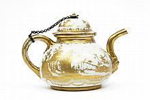 Meissen Théière couverte en porcelaine de Böttger à décor en or exécuté à Augsbourg dans l'atelier de Bartolomeus Seuter de paysages...